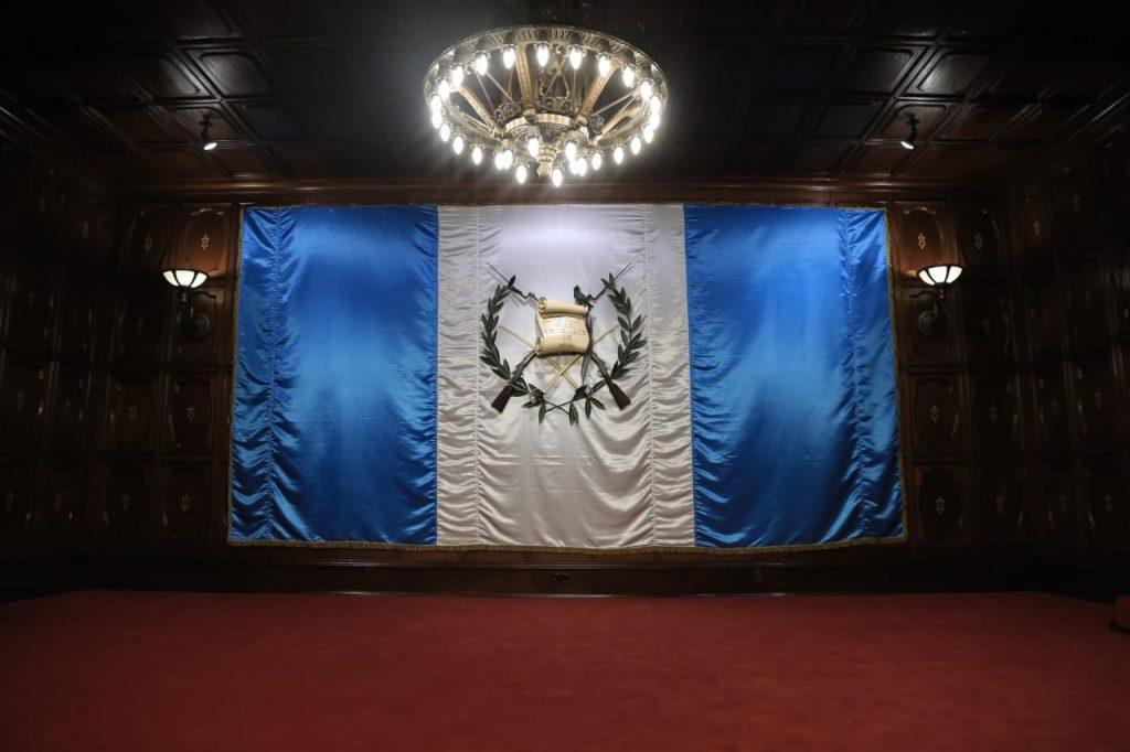 Escudo de armas en el salón Banderas del Palacio Nacional de la Cultura