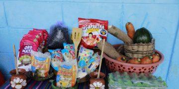 Mineduc entrega la Alimentación Escolar a los padres de familia.