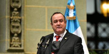 El presidente Alejandro Giammattei, en cambio de la Rosa de la Paz