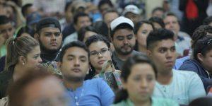 Jóvenes guatemaltecos reciben llamado para prevenir contagios.