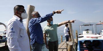 Autoridades de Ambiente inspeccionan contaminación del Lago de Atitlán