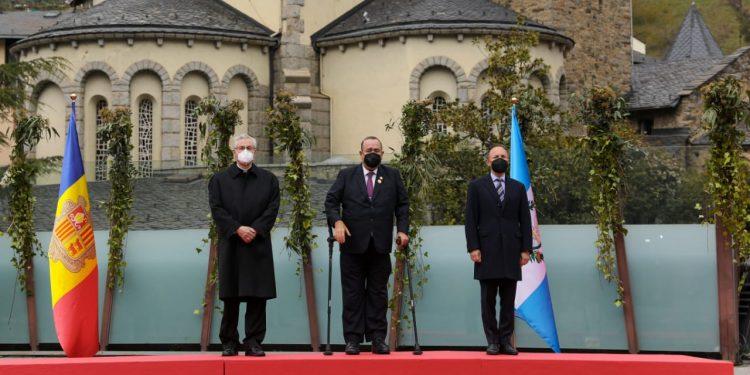 Presidente llega a Andorra para participar en la Cumbre Iberoamericana