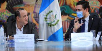 Reunión del presidente Alejandro Giammatei y el ministro de Trabajo, Rafael Rodríguez