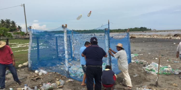 MARN impulsa proyecto de reciclaje en playa de Ocós
