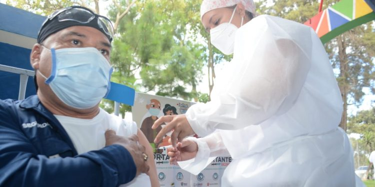 En julio se espera ingreso de vacunas contra COVID-19 provenientes de EE. UU., México y Rusia