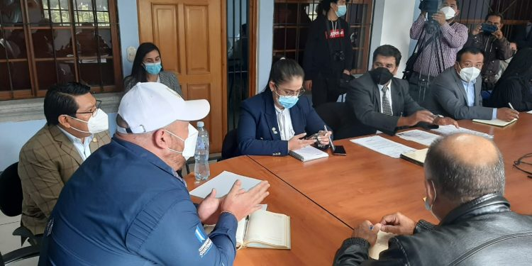 Logran acuerdos en favor de afectados por inundaciones en libramiento de Chimaltenango