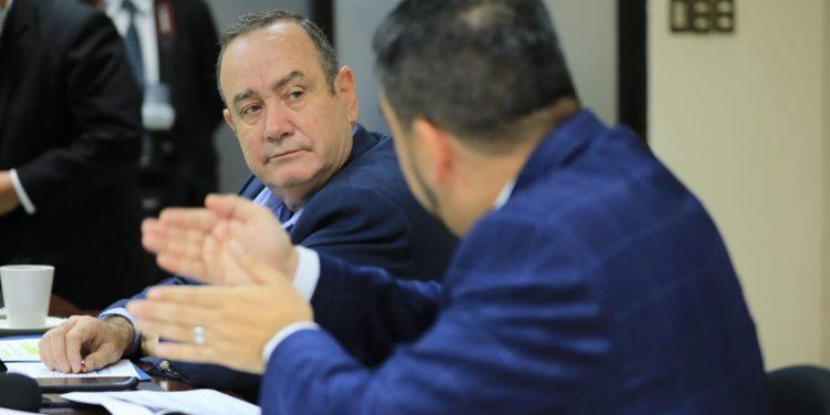 Presidente anuncia proyectos para aumentar capacidad eléctrica del país