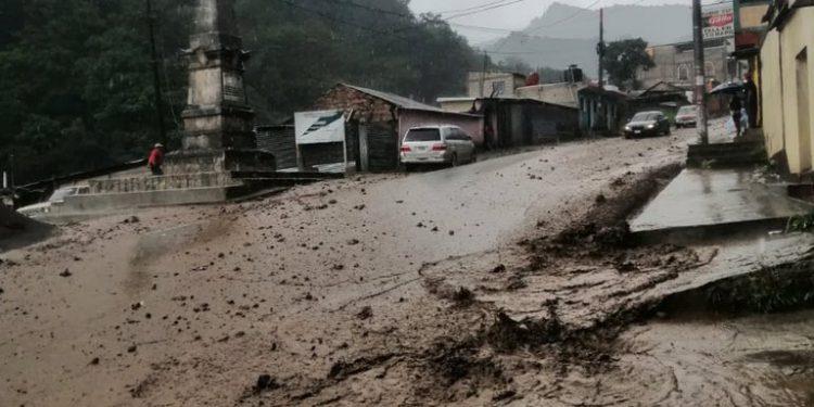 Lluvias causan inundaciones y deslizamientos en siete departamentos