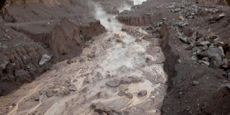 Lluvias causan lahares en barrancas Las Lajas y El Jute