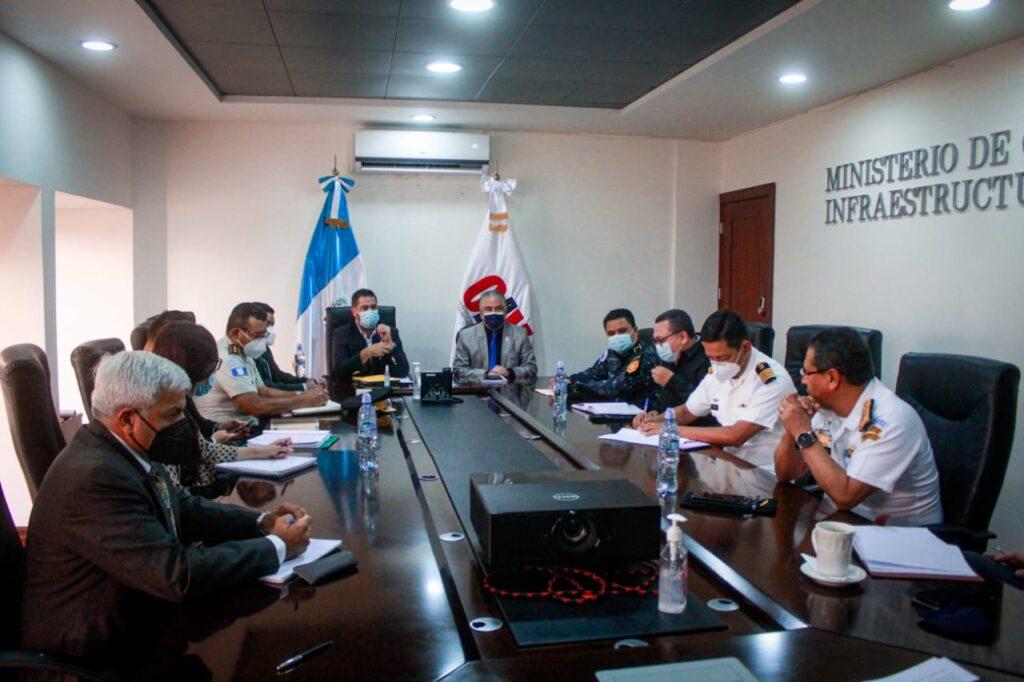 En la reunión también participaron autoridades de Migración y la SAT.