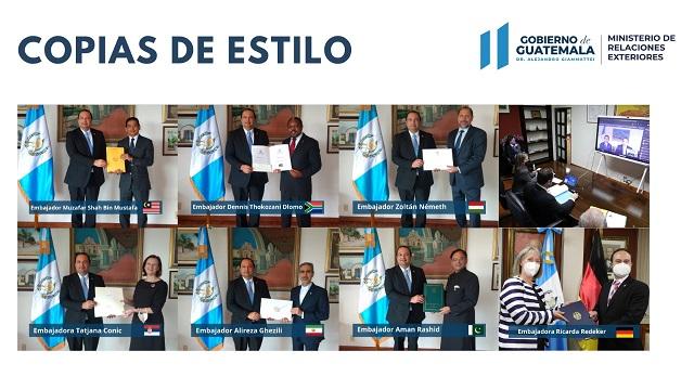 Siete embajadores designados presentaron sus copias de estilo al Ministro de Relaciones Exteriores, Pedro Brolo.