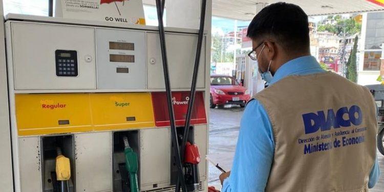 Continúan verificaciones en gasolineras del país